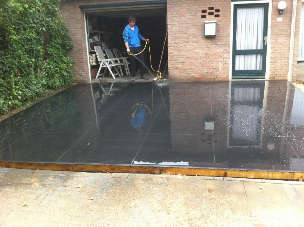 gevlinderde beton voor oprit met  ingevreesde tegels 1m x 1m
